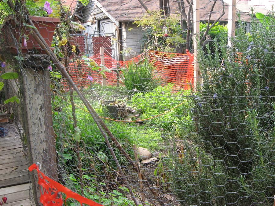 Gardening_gate_building_runyon_canyon_059.full